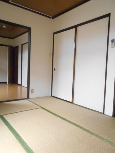 スカイハイツ古川 203号室の居室