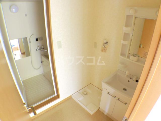ペロー壱番館 202号室の洗面所