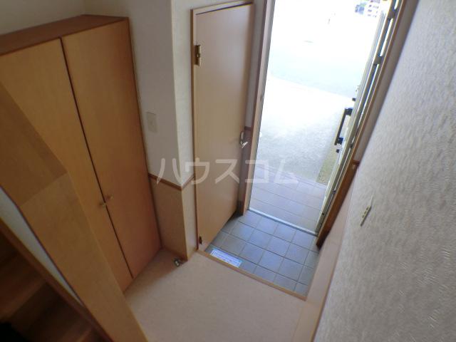 ペロー壱番館 202号室の玄関