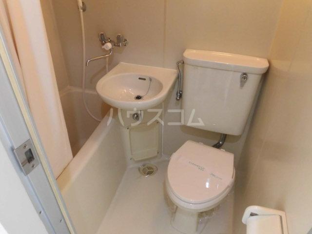 ルミエール八王子 215号室のトイレ