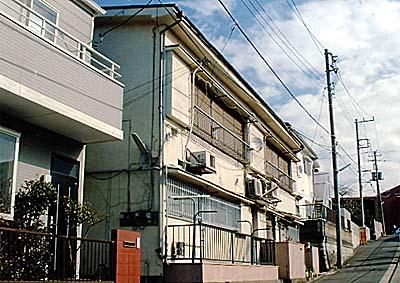 八番館アパート外観写真