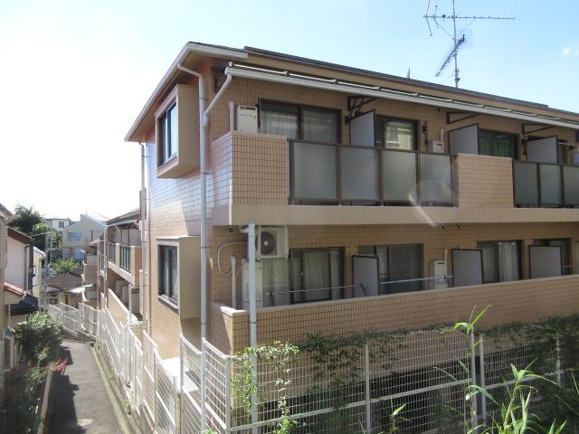 ライオンズマンション新横浜A館外観写真