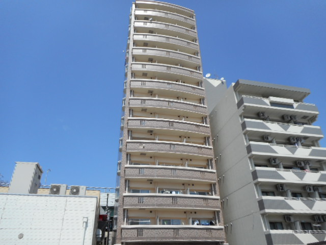 ロイヤルピジョン岩塚外観写真