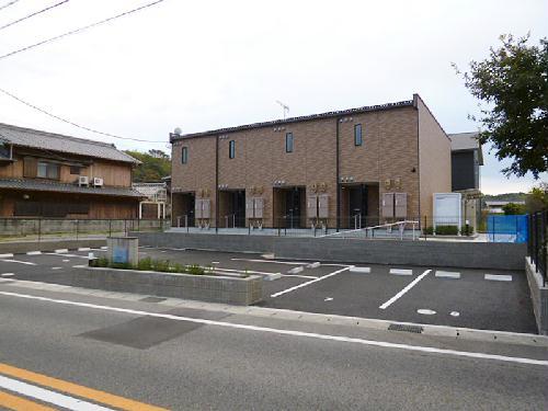 レオネクスト内塩田外観写真