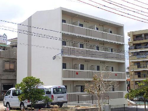 レオネクスト小禄駅前外観写真