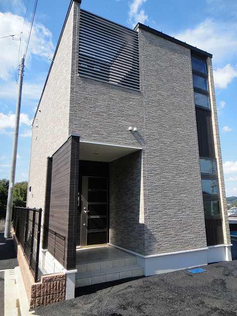 鴨志田町アパートD棟外観写真