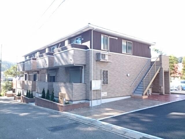 名瀬町アパート外観写真