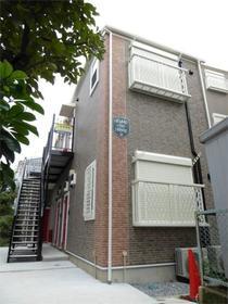 ハーミットクラブハウス赤い扉外観写真